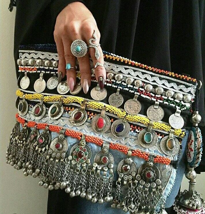 Clutch Tribal de OOAKShowroom en Etsy https://www.etsy.com/es/listing/261504299/clutch-tribal