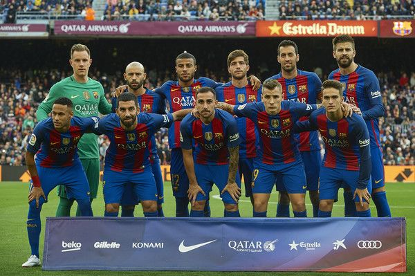 The Barcelona team line up for a photo prior to kick off during the La Liga match between FC Barcelona and Malaga CF at Camp Nou stadium on November 19, 2016 in Barcelona, Catalonia.