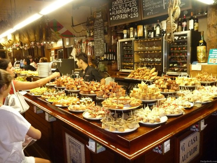 Tapas lunch at one of many pintxos bars in the capital of tapas san sebastian see the world for Cuisine bar tapas