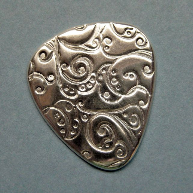 Gorgeous silverclay plectrum!!!!  What a great idea!