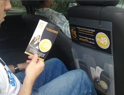 #SMARTFIT - #SÃOPAULO - #CARTAXI    A rede de academias Smart Fit inaugura uma nova unidade no Jardim Bonfiglioli, em São Paulo, com uma campanha em 50 táxis localizados próximos à unidade.    A rede optou por folhetos take-one internos. A campanha oferece desconto no valor de R$ 199,00 a todos os passageiros desses táxis. A ação estará sendo realizada pela