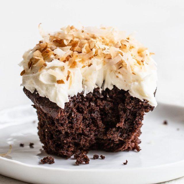 Chocolate Peanut Butter Caramel Mousse Pie Handle The Heat In 2020 Walnut Fudge Best Chocolate Cake Chocolate Chip Cookies