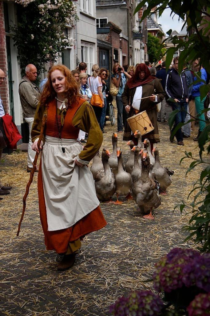 Het Kaeskoppenstad evenement in Alkmaar brengt de Alkmaarse geschiedenis tot leven.