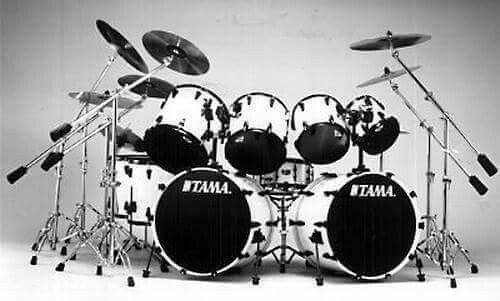 Lars Ulrich Tama drums set up