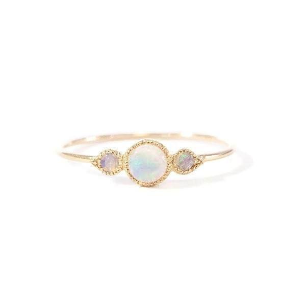 Bague en or rose opales. Myrtille Beck, bijoux de createurs Paris, bijoux vintage, bagues de fiançailles de createurs paris, bijoux précieux et originaux
