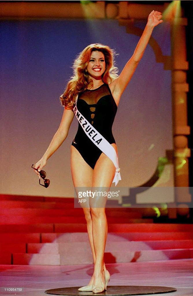 Alicia Machado, 19, and representing Venezuela at the 1996 Miss Universe contest, practices her swimsuit pose during reherasals for the pageant at the Aladdin Theater for the Performing Arts in Las Vegas 15 May. The contest is scheduled to take place 17 May, and 79 women are competing for the 1996 title. AFP PHOTO ho/Miss universe Inc.