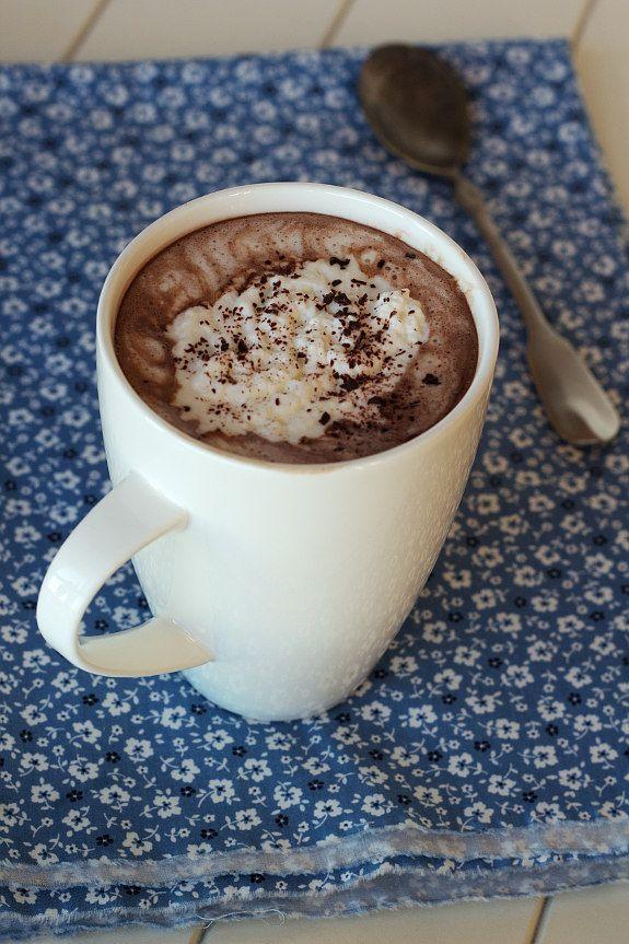 Cinco Quartos de Laranja: Chocolate quente com café e chantili