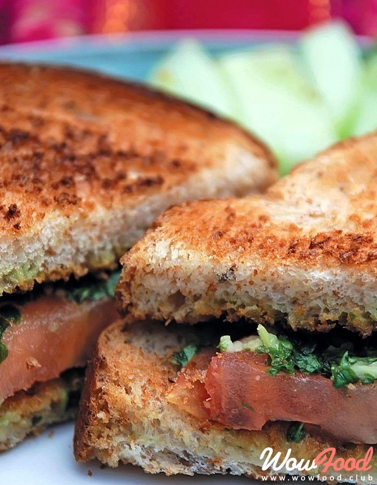 Сэндвичи с помидорами, базиликом и соусом песто