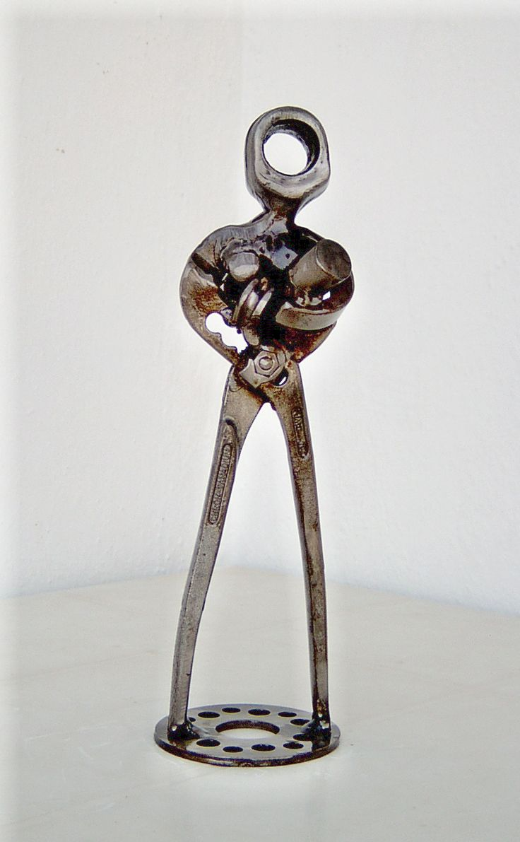 Metal sculpture motherhood created by artist Giannis Dendrinos.