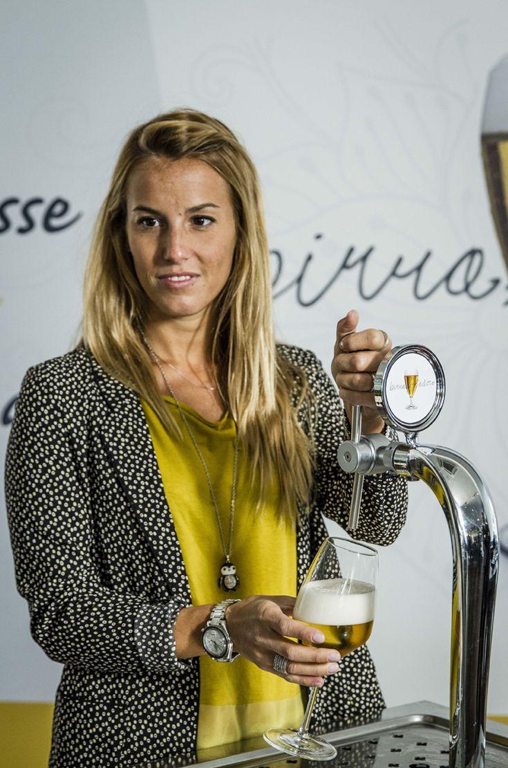 La campionessa di tuffi Tania Cagnotto sottolinea la passione delle donne per la birra e valorizza gli ingredienti naturali di questo prodotto #birraiotadoro #assobirra #taniacagnotto