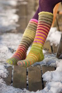 These cuff-down socks are really simple and easy to knit. The star in this pattern is Noro Kureyon Sock yarn, the pattern has only the supporting role :)