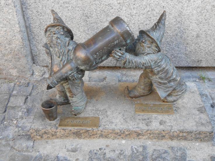 Opilek and oggerzalek, two friendly drunken gnomes in Wroclaw #dwarf #dwarves