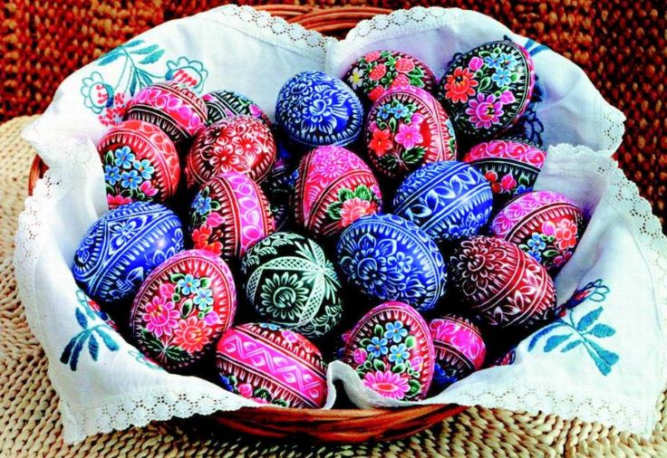 Today we're going to focus on incredibly detailed hand-painted eggs and miniature works of art known as Kraslice, the Czech word for Easter Egg. Throughout the Czech Republic, the beautiful Easter egg designs are elevated to a different level in the country.