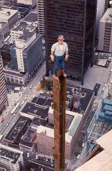 Ironworker during construction of the Columbia... - Historical Times