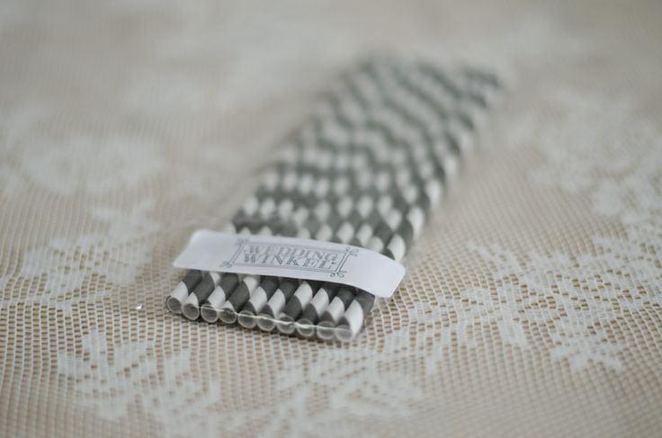 Rietjes grijs-wit  http://www.weddingwinkel.nl/Product/rietjes-gedraaid-10-stuks/