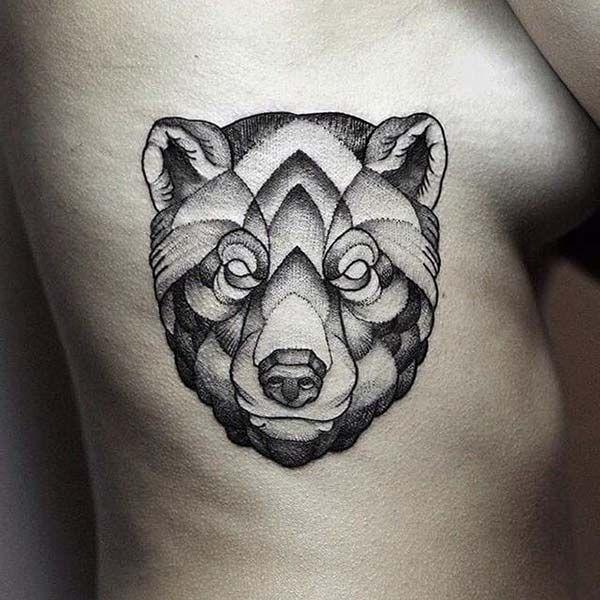 geometrik bel dövmesi ayı figürü