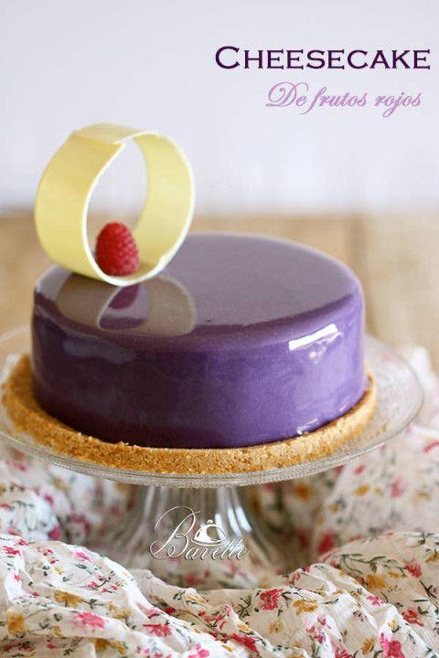 Cheesecake de frutos rojos y glaseado violeta                              …