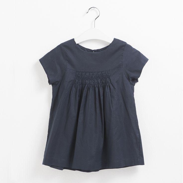 Top para niña de punto en tono azul marino. Moda infantil.