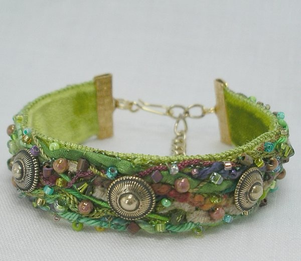I love the colors and textures of this gorgeous bracelet. I'm amazed at the creativity of fiber artists.    via tafalistblogspot.com