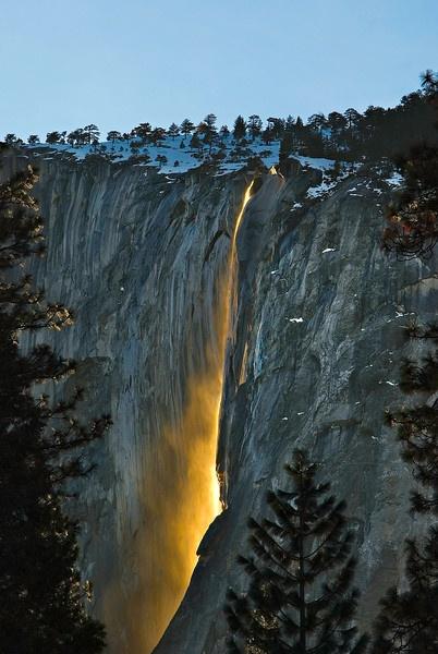 Firefalls (Horstail Fall in Yosemite)