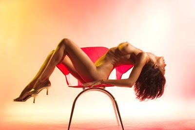 woman-naked-on-chair