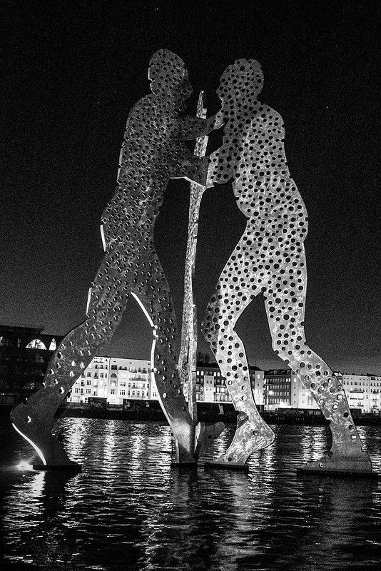Berlin | Molecule Man | bold.color.glass blog