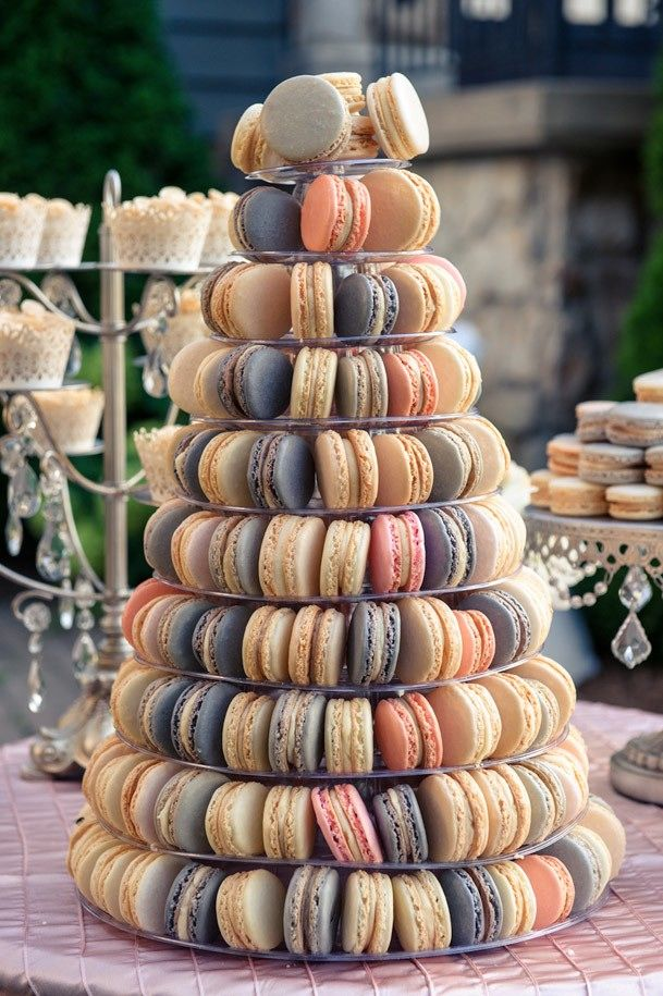 Macarons | 7 Wedding Cake Alternatives Guests Will Actually Want to Eat | Bustle
