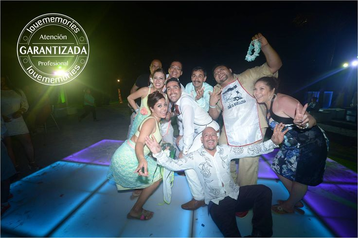 Diviertidas Alegras y Memorables  Garantizamos una #bodaenlaplaya 100 memorable. #LoveMemories #Weddings #CreandoMomentosMemorables #Cancun #Rivieramaya #Playadelcarmen