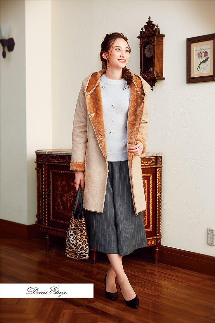 アウターの色でコーデの雰囲気に変化をつけて。ベージュのムートンコートで可愛く♪#maria_coordinate #大人カジュアル #demi_etage #ドゥミエタージュ #ootd #fashion #winter #冬コーデ #ニット #白 #ムートン #コート #ベージュ