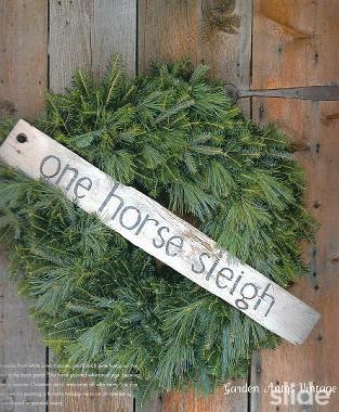 so simple...Christmas Wreaths, Farmhouse Christmas, Greenery Wreaths, Cute Ideas, Christmas Treasure, Christmas Decor, Horses Sleigh, Christmas Ideas, Christmas Barns
