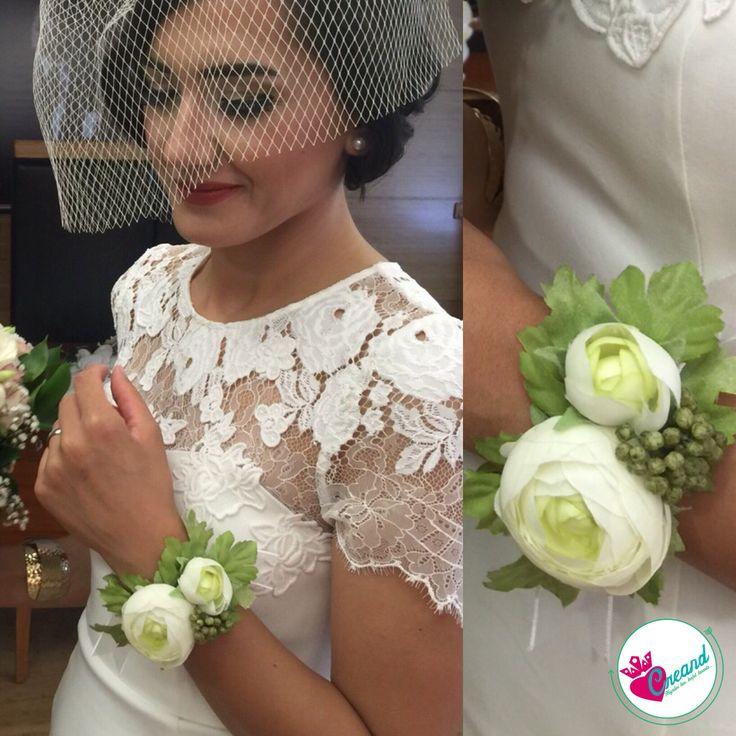 Güzel gelinimizin nikahından bizi mutluluktan uçurtacak tatlı bir kare  Nedime bilekliklerimiz için iletişime geçin #gelineözel #gelintacı #nedimebilekliği #düğünhazırlıkları #düğün #evlilik #çiçekbileklik #kına #gelinhamamı #düğüne #hazırlık #gelin #damat #gelinbuketi #gelinçiçeği #nedime #bileklik #geliniçin #gelineözel #gelinlik #söz #nişan #kına #düğünde