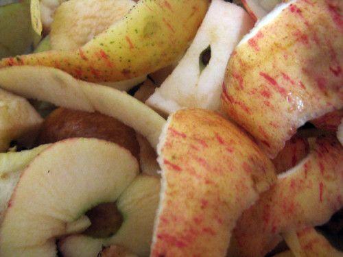 THE DE POMMES Si vos pommes sont bio et seulement si, garder vos épluchures Elles sont parfumées à souhait * Faire sècher sur un torchon * Préparer vos infusions avec ces épluchures Sommeil assuré INFUSION DES MALINS On peut aussi faire pareil avec les...