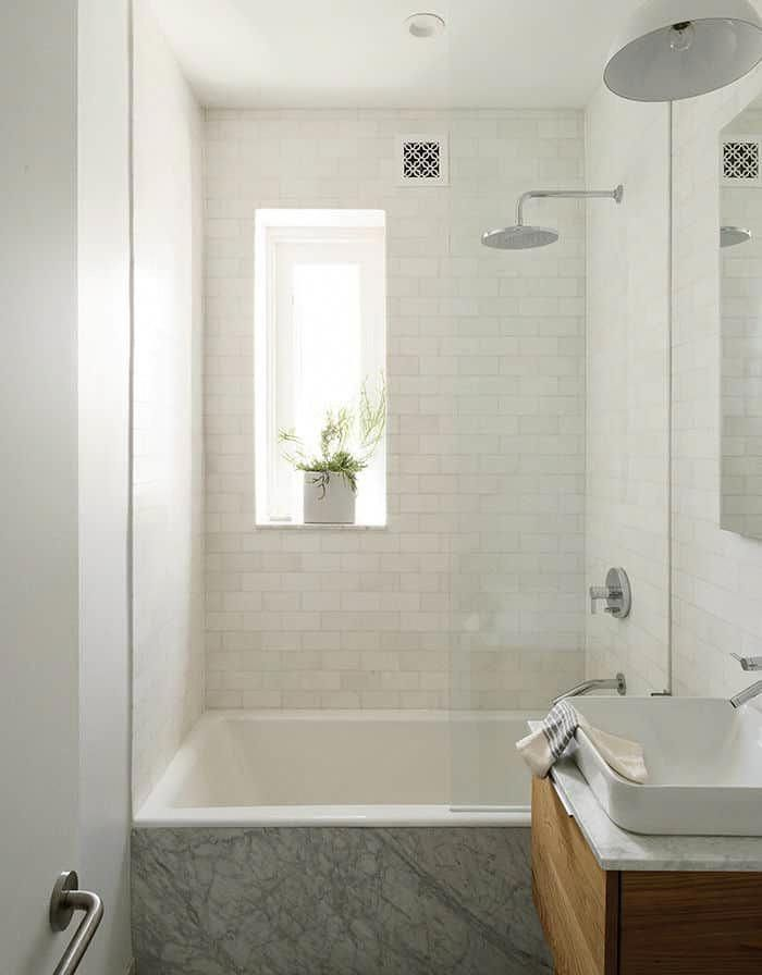 5 Fresh Ways To Shake Up The Look Of A Bathtub Shower Combo Apartment Therapy Bathtubshower Bat Bathtub Shower Combo Small Bathtub Bathroom Tub Shower