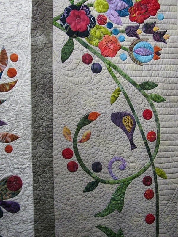 Great applique border~ pattern is Applique Affair by Edyta Sitar which was made larger by doing different borders.