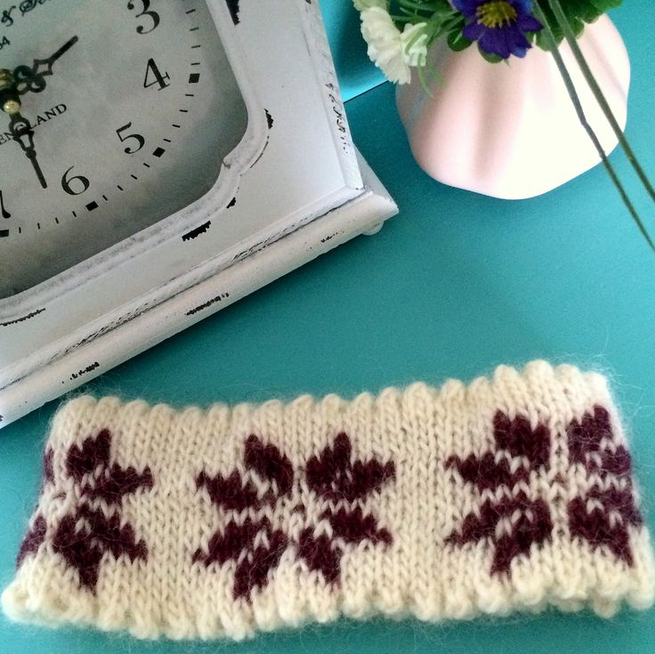 Winter Rose Headband, Knitted by GözdeSigurðs.// Kış gülü, örgü kulaklık.