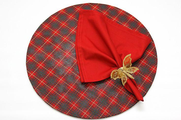 Conjunto de Sousplat em MDF forrado com tecido mais guardanapo e anel borboleta.
