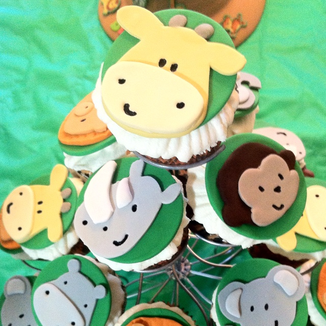 Safari cupcakes - i will learn how to use this stuff!