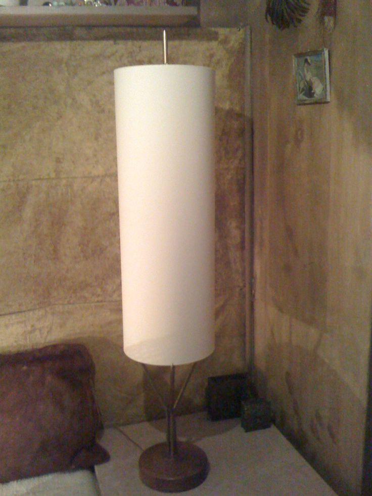 Abat-jour cylindre en satin de soie pour lampadaire de Caillebotte par aversedelumiereluminaires.com