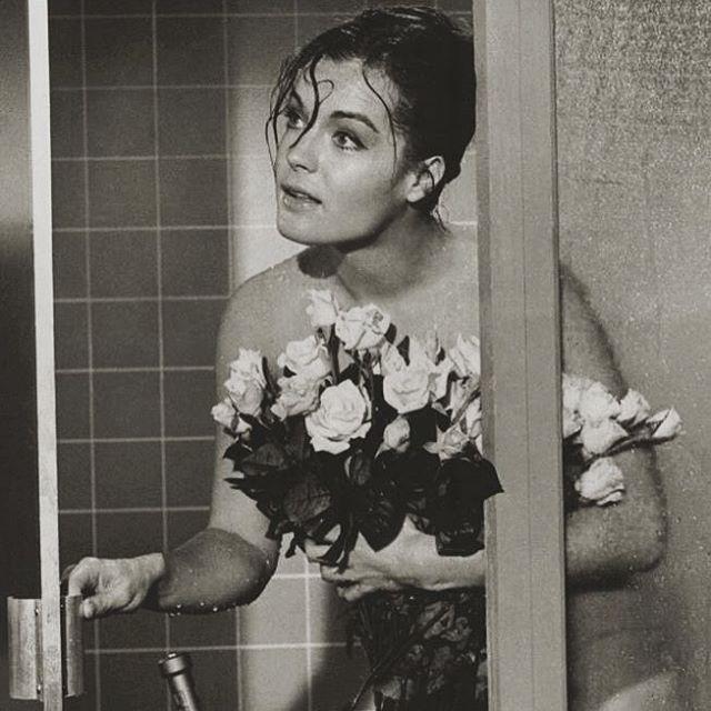 #tonight#white#roses#flowers#in#shower#...#RomySchneider#❤️