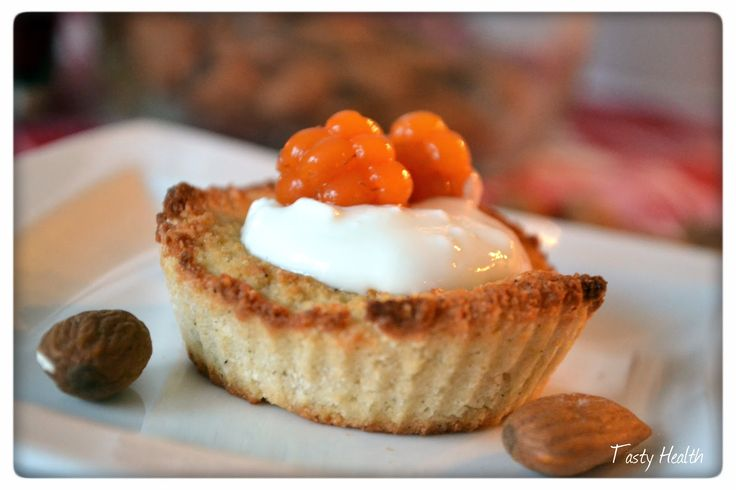 Tasty Health: Mandelmusslor med vaniljkeso-kräm och hjortron. 5 stk. Näringsvärde per mandelmussla med kesofyllning: 73 kcal 5,6 g protein 1 g kolhydrater 5 g fett