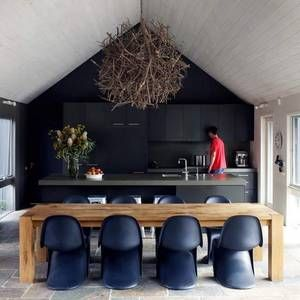 kitchen BLACK: Modern Classic, Kitchens Spaces, Pantone Chairs, Interiors Design, Black Kitchens, Wooden Tables, Farms Tables, Design Home, Black Wall
