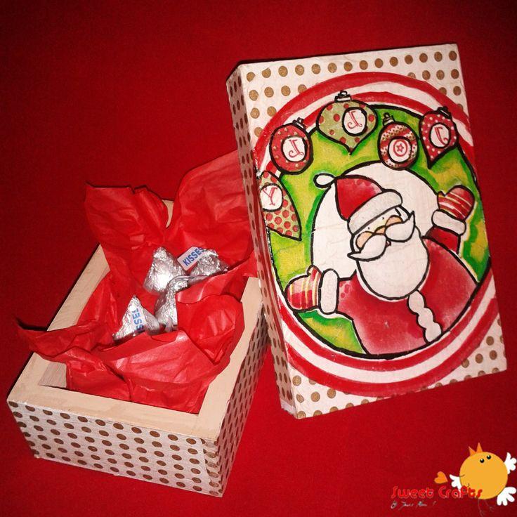 Caja Santa Claus polka dots Para esta navidad Sweet Crafts te trae un bonito producto para que obsequies: una cajita con lindos motivos navideños como Santa Claus y con chocolates Kisses de Hershey´s dentro. Encarga el tuyo pronto. #ILoveSweetCrafts #christmas #santaclaus #hersheys #gifts #polkadots