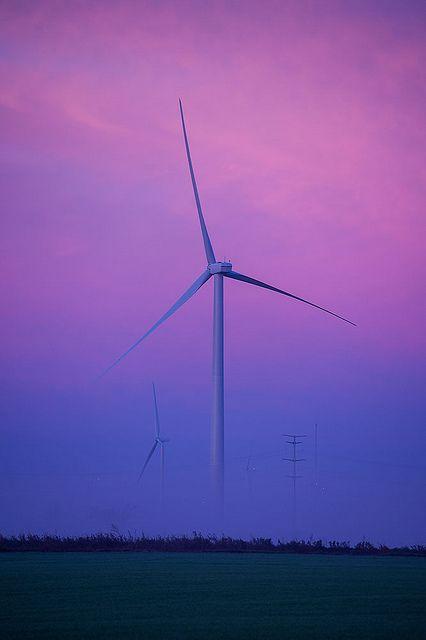 """¿Revolución eólica?.. Yuji Ohya, profesor de la Universidad de Kyushu, ha presentado en el marco de la Exposición Internacional de Energías Renovables realizada en Yokohama (Japón), un nuevo tipo de generador eólico. El concepto """"Wind Lens"""" consiste en una turbina embutida en una estructura con forma de aro que hace las veces """"lente"""" capaz de intensificar el flujo del viento que incide sobre ella... http://laklave.wordpress.com/2014/01/19/norias-gigantes-revolucion-de-la-energia-eolica/"""