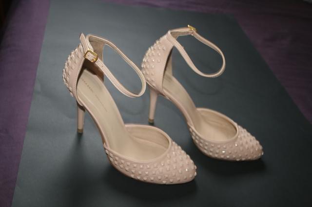 Zara, colecção 2013- usadas duas horas com meias- rigorosamente como novas, sem qualquer defeito. Elegantes e confortáveis.