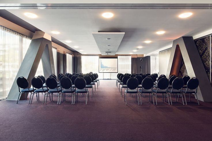 Inntel Hotels Art Hotel Eindhoven offers 3 meeting rooms with a capacity up to 80 persons. The rooms have the most up to date technical equipment and offer daylight