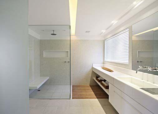 banheiro/nicho no box/iluminação/chuveiro de teto/box clean