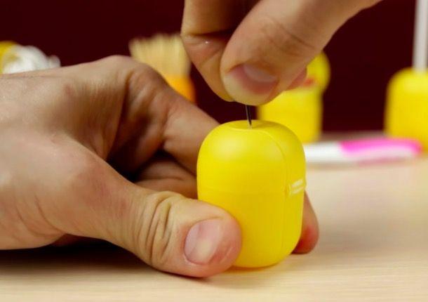 15 astuces avec des oeufs kinder videsnoté 4.3 - 3 votes Parfois, on peut se demander ce que les enfants préfèrent au niveau des œufs Kinder Surprise: est-ce le chocolat englouti en trois secondes (léchage de doigts inclus) ou le jouet qui se cache dans l'œuf? Le petit contenant en plastique jaune se fait quant …