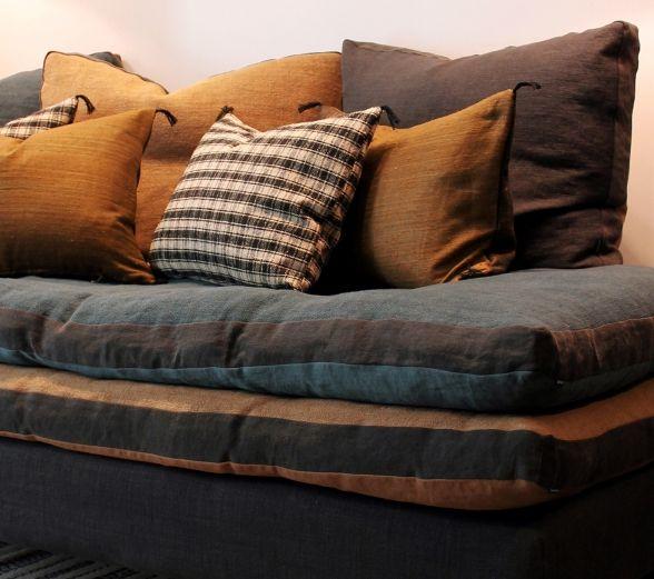 les 25 meilleures id es de la cat gorie coussin moutarde sur pinterest coussins jaunes diy. Black Bedroom Furniture Sets. Home Design Ideas