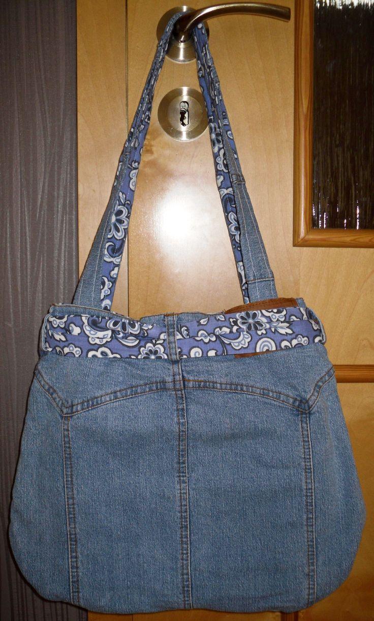 taška z riflí zo zadu