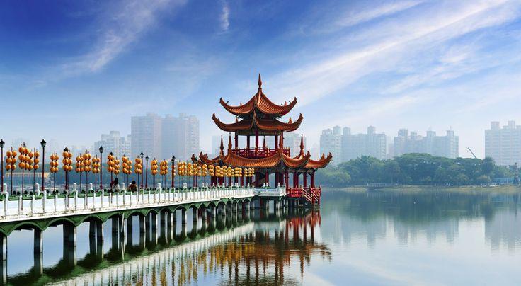 Risteily Hongkongista Singaporeen vie Kauko-idän hienoimpiin nähtävyyksiin ja maailman parhaimpiin ostoskaupunkeihin. Risteilyä siivittävät eksoottiset maisemat, äänet ja maut. Matkalla nautit Royal Caribbeanin Voyager of the Seas -aluksen palveluista. #Singapore #Kiina #Risteily #matkailu
